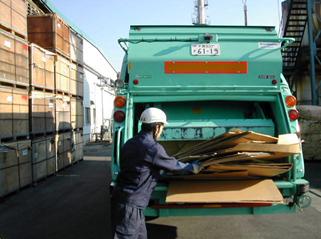 古紙排出置場から回収